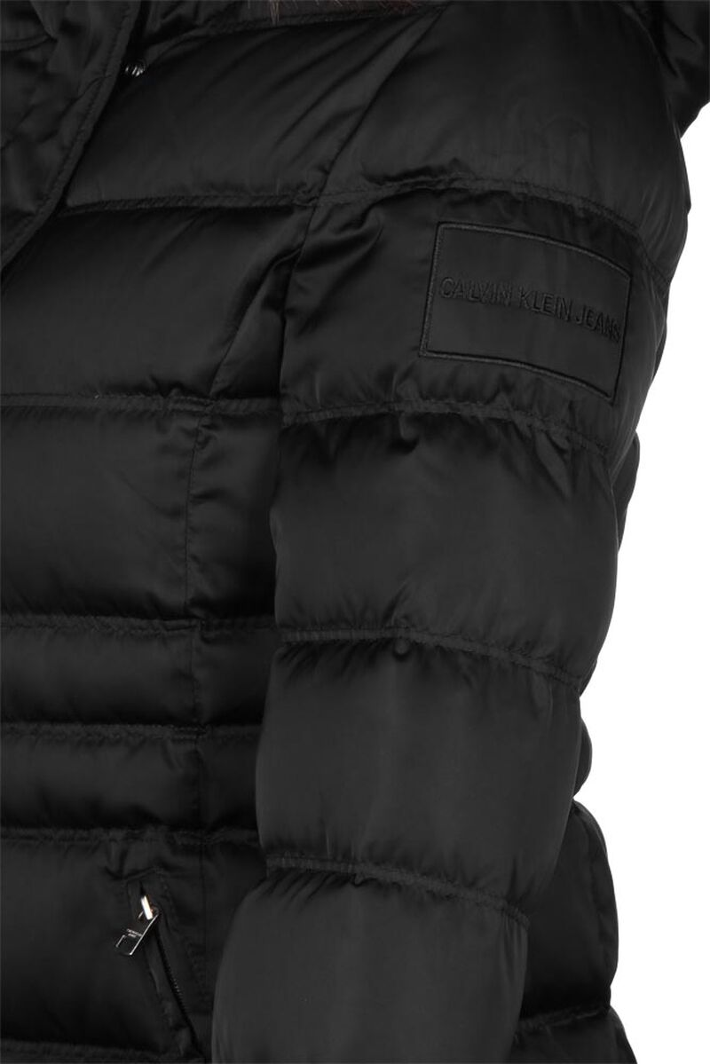 Short Down Fitted Puffer W
